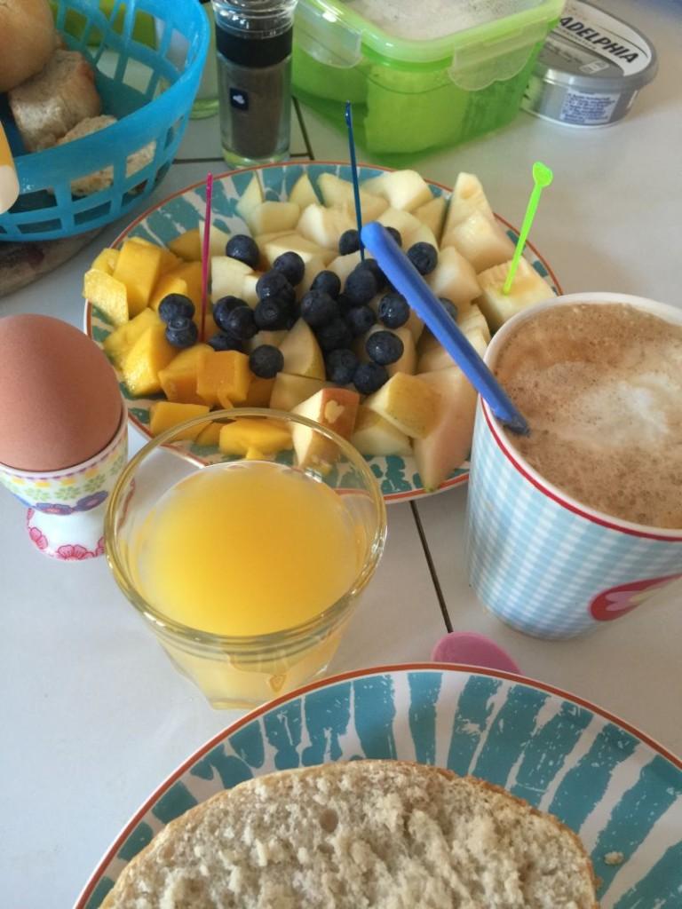Kater Frühstück. Mesupermom