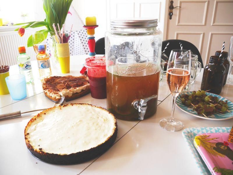 Der gedeckte Tisch für die Party. mesupermom.de