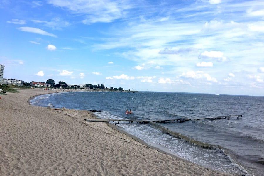 Supermom-Blick-Pelzerhaken-Strand