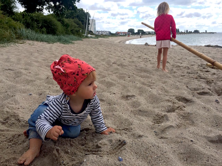 Supermom-Flossbau-Strandkind