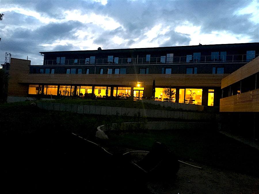 Supermom-Strandkind-Hotel-Abend