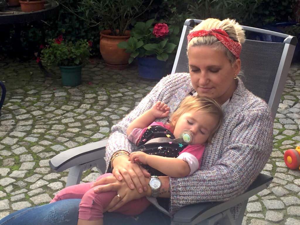 Krank-Mama-kuscheln