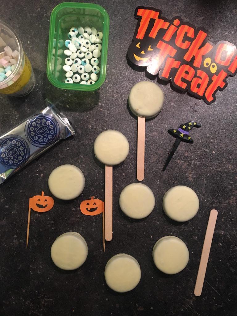 Mamablog-Halloween-Oreo-Kekse-dekorieren