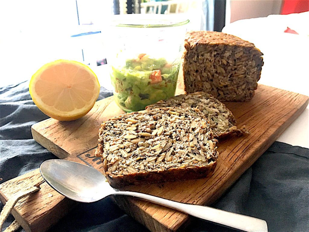 Whole Pure Brot vegetarischer Aufstrich Avocado Tomate