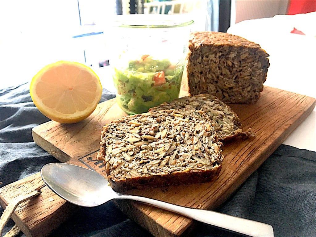 Whole Pure Brot vegetarischer Aufstrich Avocado Tomate