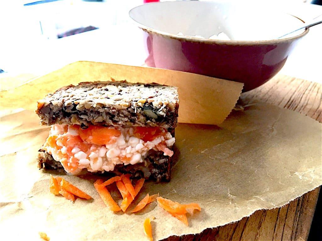 Whole Pure Brot vegetarischer Aufstrich Moehre Frischkaese