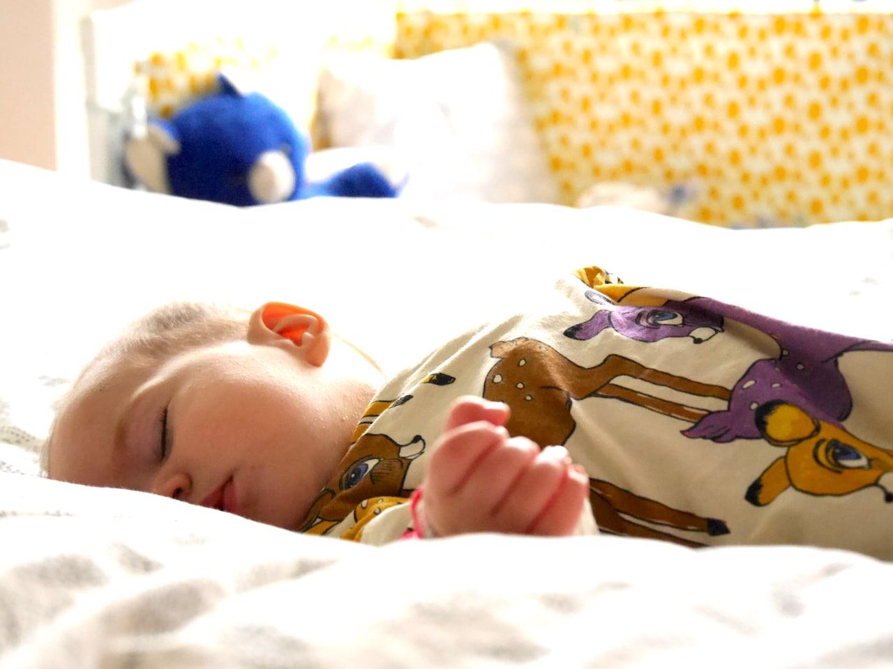 baby s schlaf erholsam durch die nacht mit pampers baby dry und lufti der kleinen pustewolke. Black Bedroom Furniture Sets. Home Design Ideas