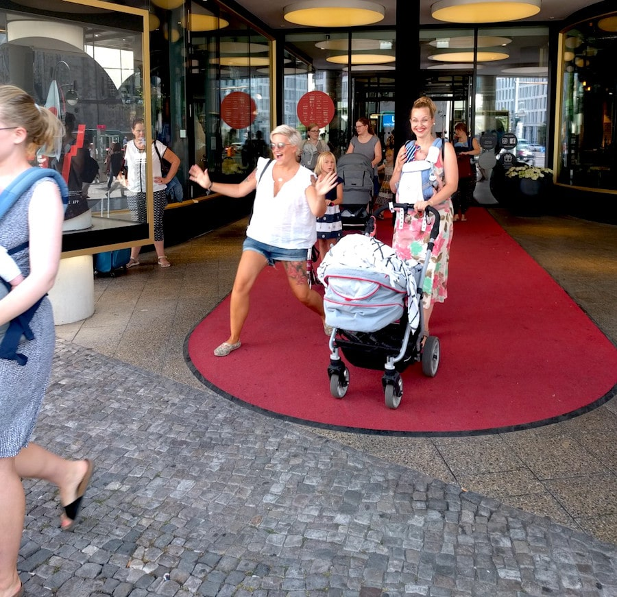Ergobaby City Walk Super Mom Bikini Berlin