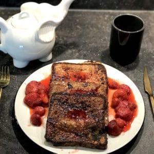 Rezept: Arme Ritter, die gar nicht so arm sind, dank karamellisierter Erdbeeren