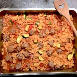 Rezept: Gebackene Buletten-Pasta mit Gemüse