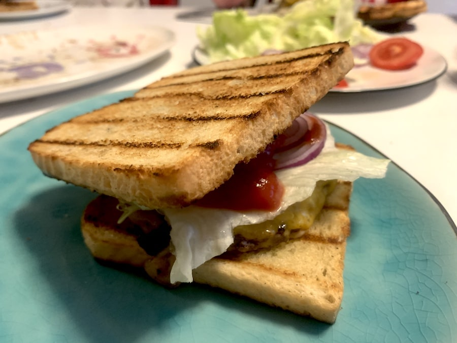 Supermom_Mamablog_Sandwich Burger