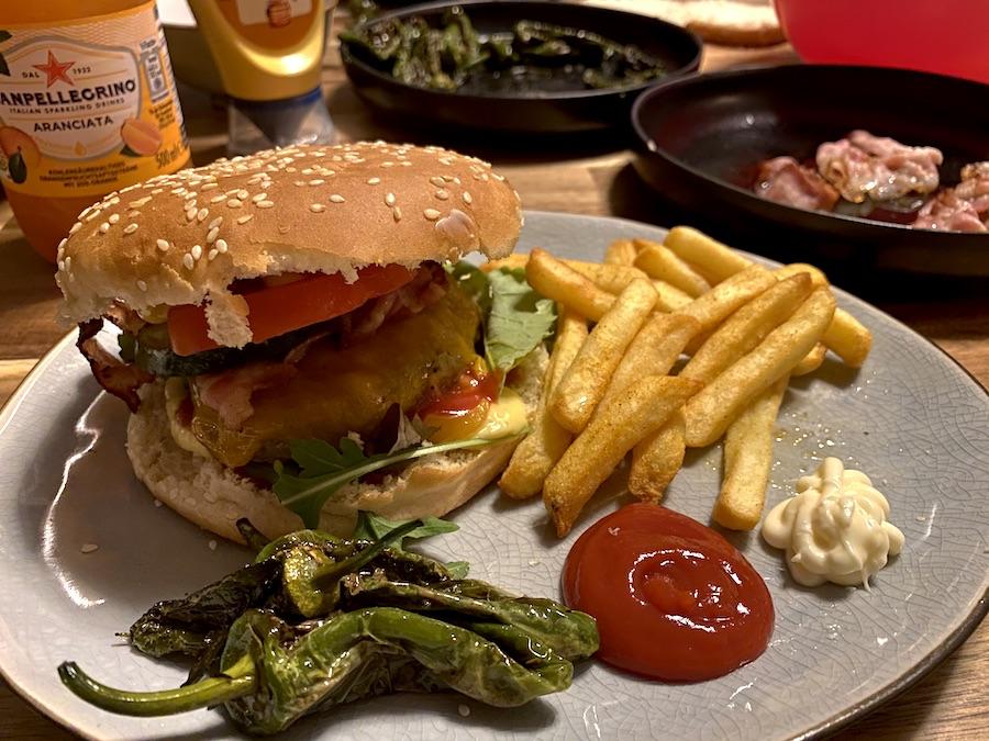 Supermom_Mamablog_Burger