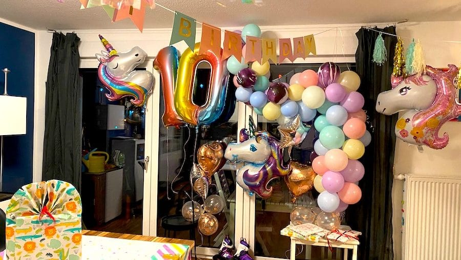 Supermom_Mamablog_Luftballonkette_Luftballongirlande_Kindergeburtstag