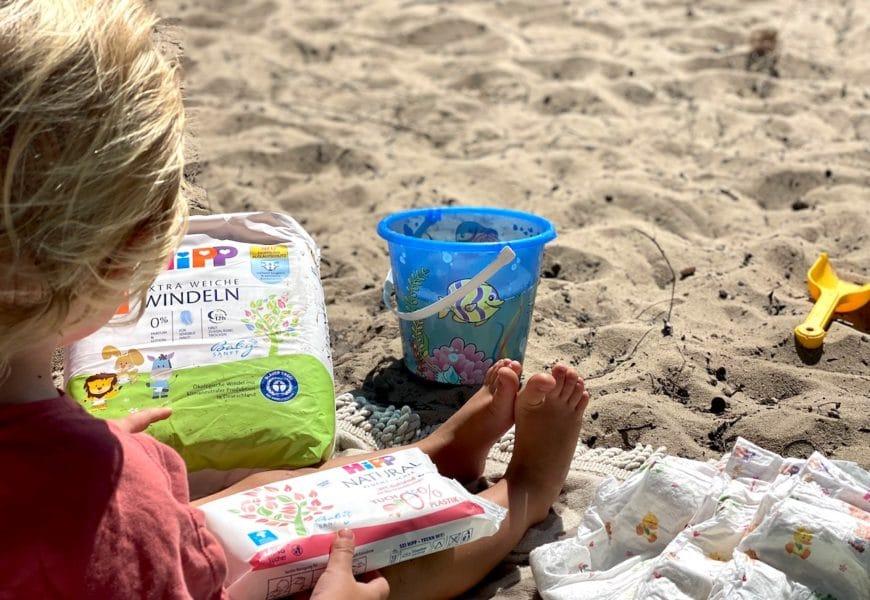 Entspanntes Wickeln mit HiPP Babysanft Extra Weiche Windeln und den Natural Feuchttüchern