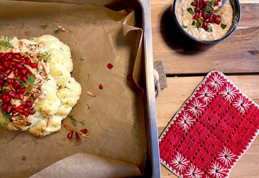 Eine neue Liebe: Gebackener Blumenkohl mit Granatapfelkernen und Joghurt Dip