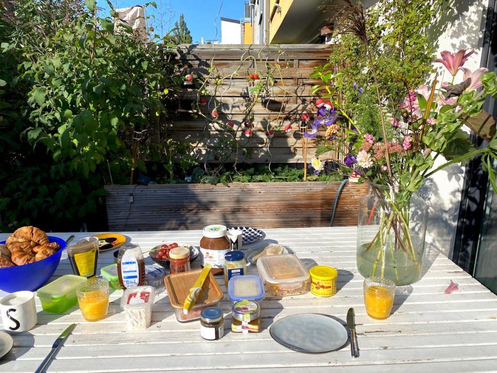 Supermom_Mamablog_Fruehstueck im Garten